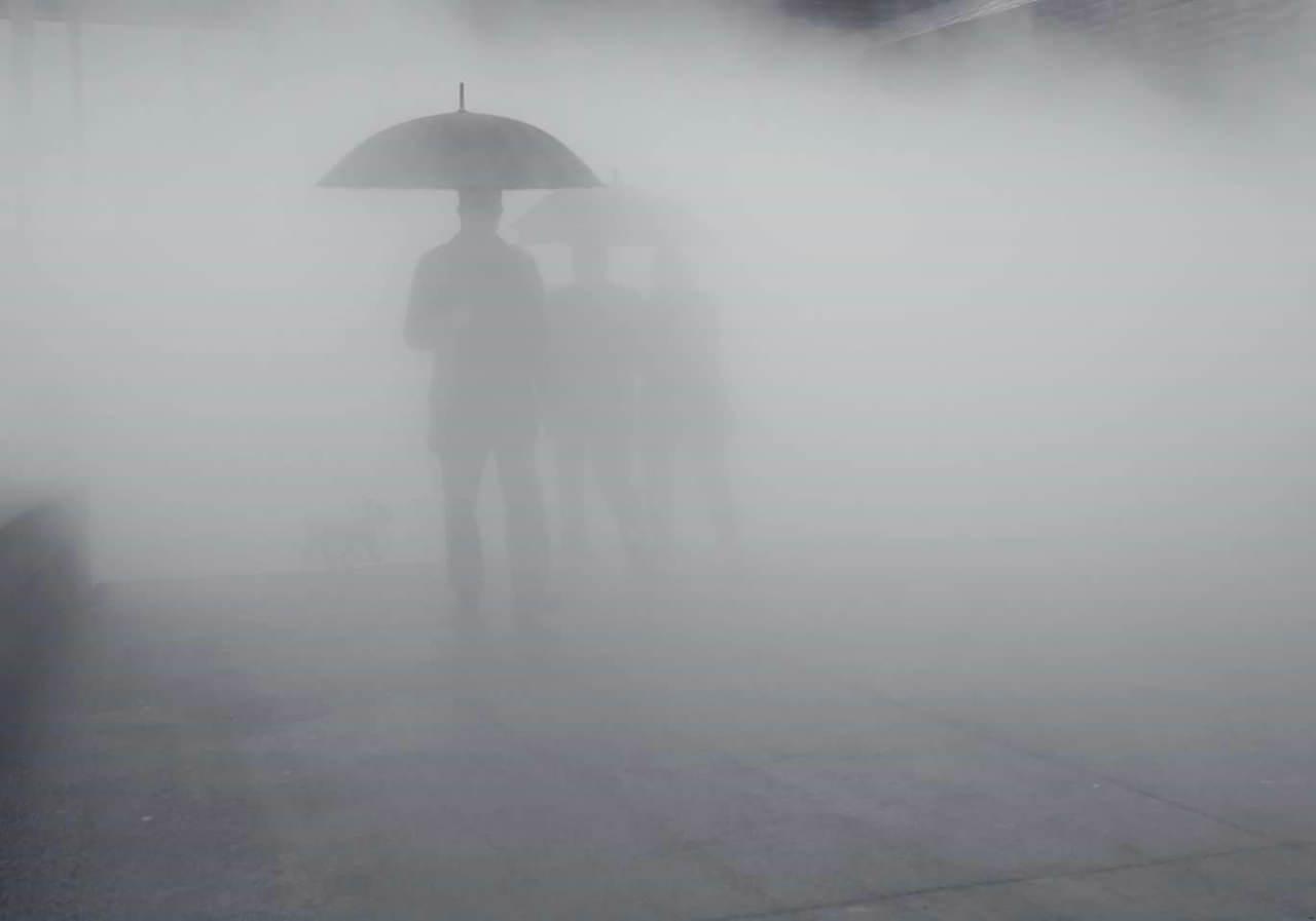 """""""Umbrellas in the mist"""" por Orlando Imperatore. Fuji X-Pro2 + XF 23mm F1.4."""