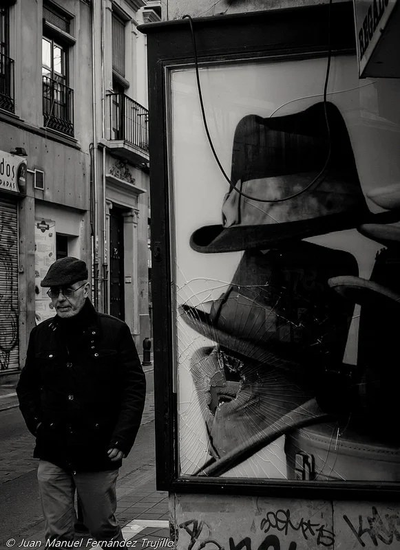 """Hit the hat"" por Juan Manuel Fernández Trujillo. X-E1 + Pentax 35mm f/2.8."