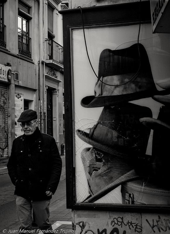 """Hit the hat"" por Juan Manuel Fernández Trujillo. X-E1 + Pentax 35mm f/2.8."