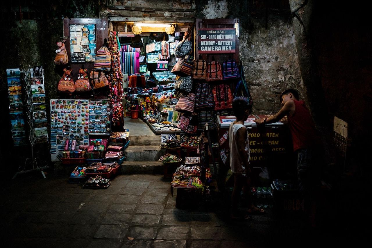 """Tienda bazar"" por Joseba Arginzoniz. Fujifilm X-T1 + Fujinon XF 23mm F1.4 R."