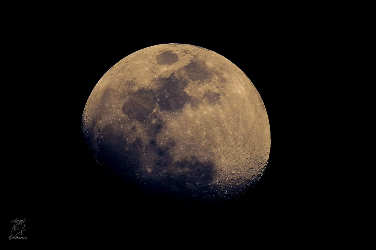 """Luna a 1200mm"" por Ángel Cañones. Fujifilm X-T2 + Fujinon XF 100-400mm + teleconversor Fujinon TC x2."
