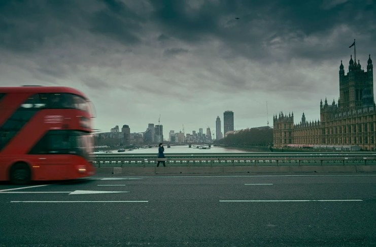 """Nubarrones sobrevuelan Westminster..."" por  Ramón Pérez Mir. Fujifilm X-T2 + Fujinon XF 10-24mm f/4 R OIS."