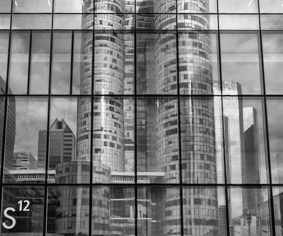 """""""¿En qué edificio entrarán?"""" por Carlos Abraham. Fujifilm X-T2 + XF 10-24mm F4 R OIS."""