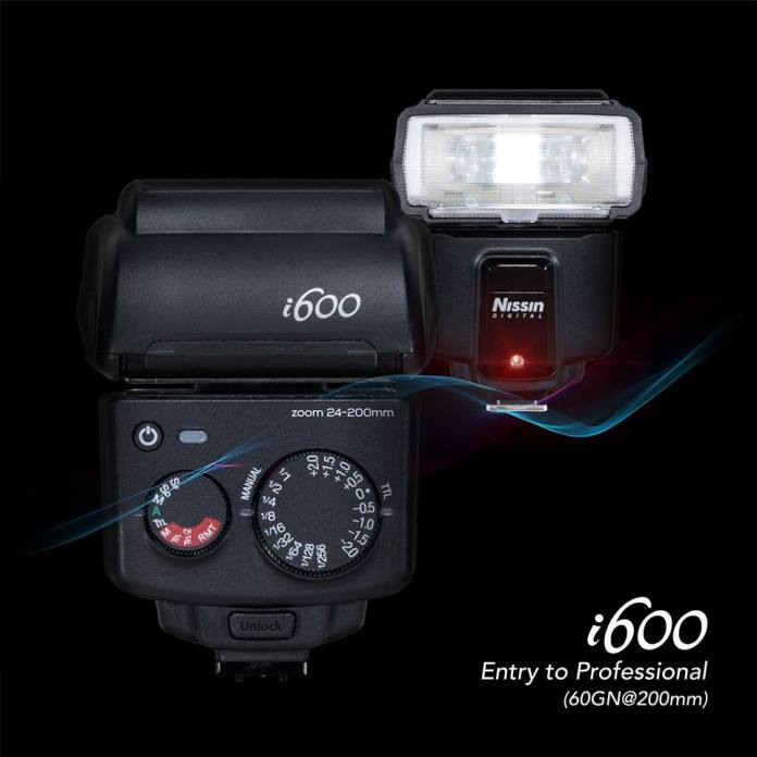 Flash Nissin i600.