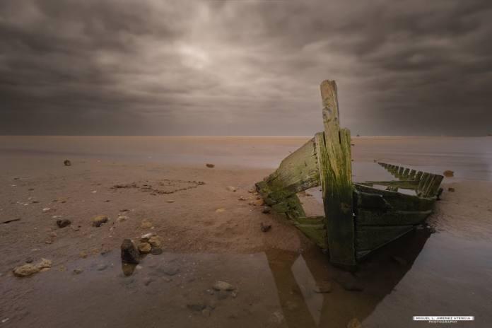 """Barca en ruina"" por Miguel Jiménez. X-T3 + XF 10-24mm F4 R OIS. +"