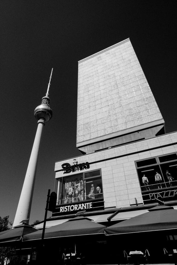 Fernsehturm de Berlín. Foto por Luis Argüelles. X-Pro2 + XF 14mm F2.8 R.