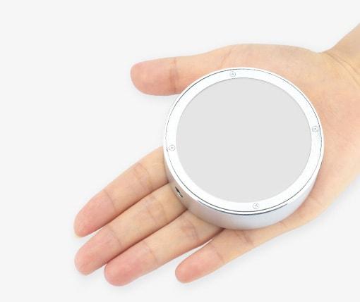 Godox RF1 en la palma de la mano.
