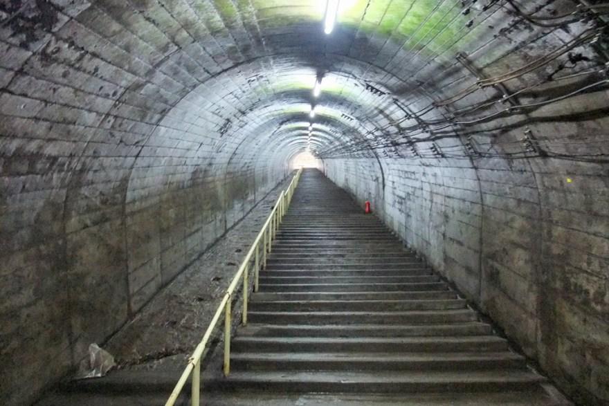 筒石駅連絡階段