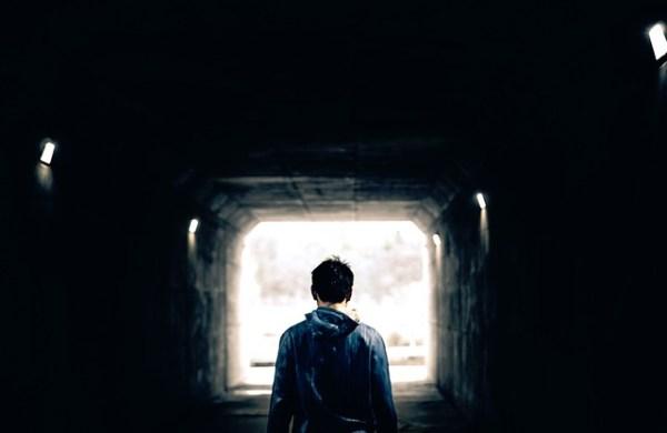 トンネルの中の人