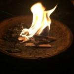 お盆の迎え火と送り火のやり方。ベランダでもできる?片付け方法