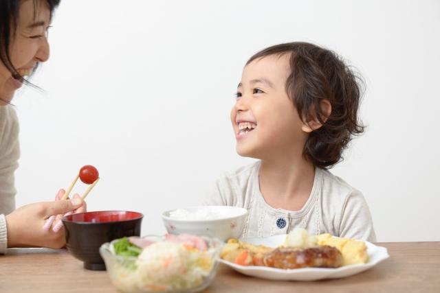 自分で食べない2歳3歳には「食べさせてあげる」でいい理由。