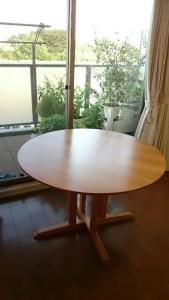 山桜の丸テーブル