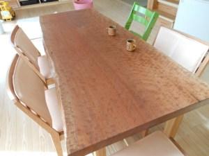 ブラックチェリーのダイニングテーブル