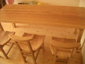 タモ一枚板ダイニングテーブルと胡桃チェアー