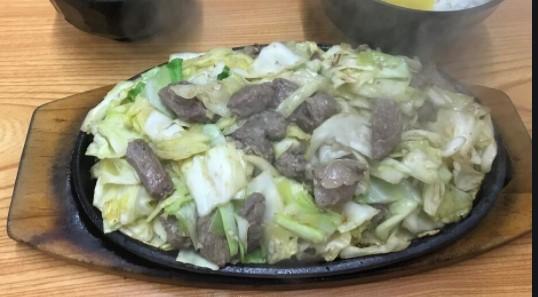 高宮で地元密着型飲食店焼き肉、びっくり亭で福岡市ソウルフードに遭遇