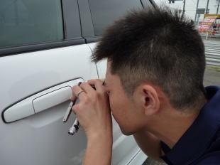 自動車の車のインロックも開錠