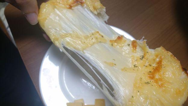 エダムチーズのトースト