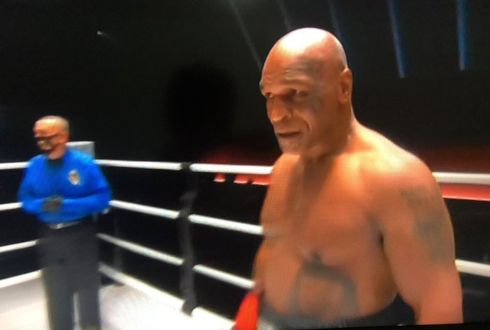 Ganador Mike Tyson contra Roy Jones