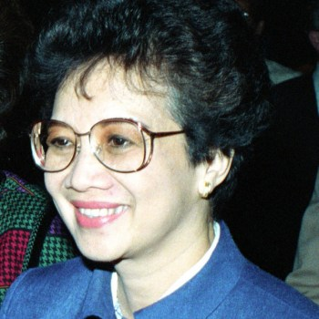 Philippine President Corazon C. Aquino greets officials as she walks across the flight line to the passenger terminal.