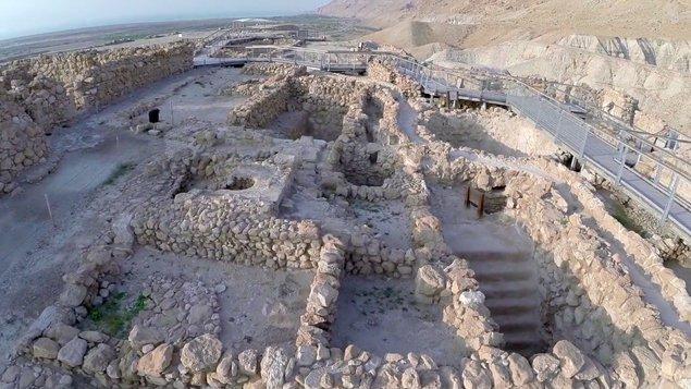 Amir-Aloni-Exploration-of-Qumran-Caves1