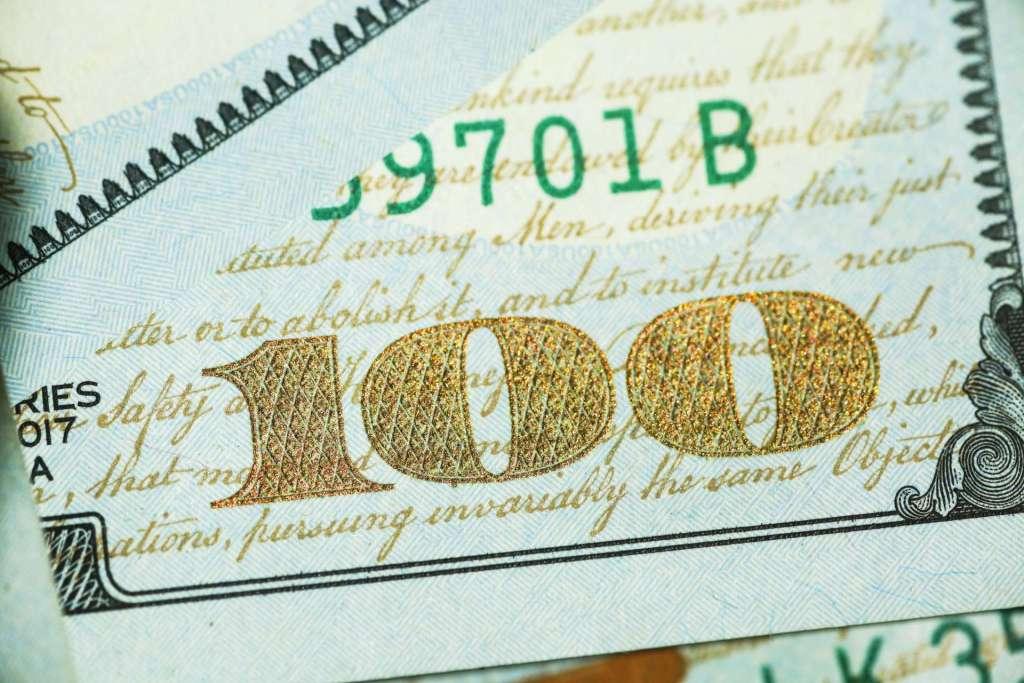 100 US dollars bank note
