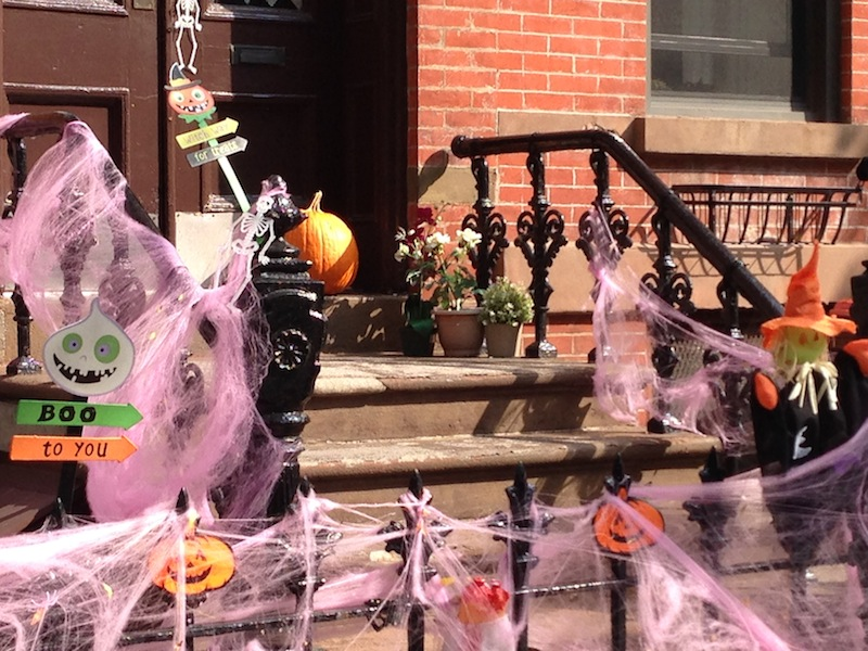 Brownstone in Brooklyn decorated for Halloween