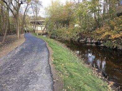 South_County_Trailway_Elmsford_New_York,_Nov_2017