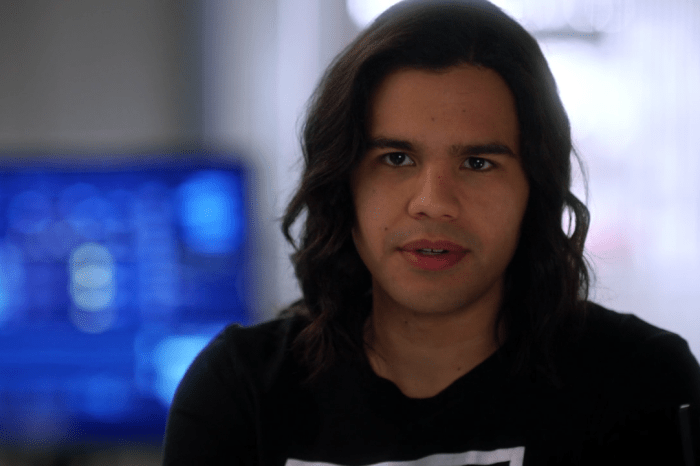 New Footage From The Set Of 'The Flash' Teases A Big Change For Cisco