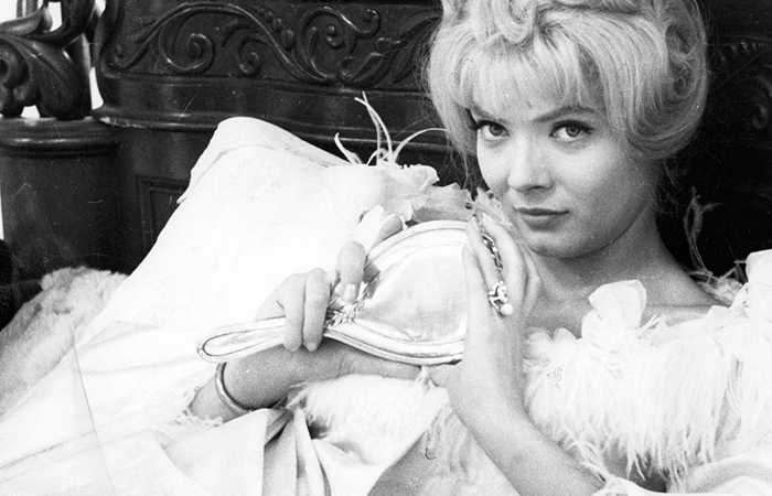"Full Circle Flashback: 'Cleo from 5 to 7' Review- ""In Death We See Life"""