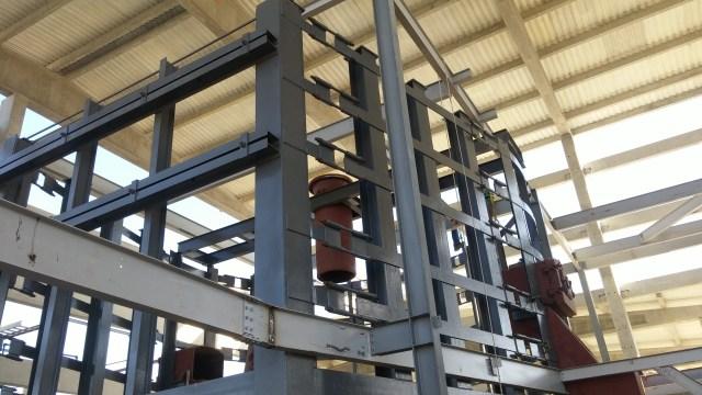 Montagem da estrutura metálica