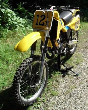 1982_Suzuki_RM250_front_left