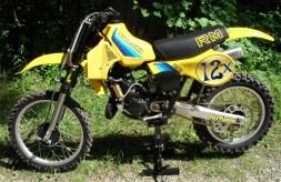 1982_Suzuki_RM250_left