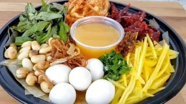 Mixture Of Colors With Banh Trang Tron