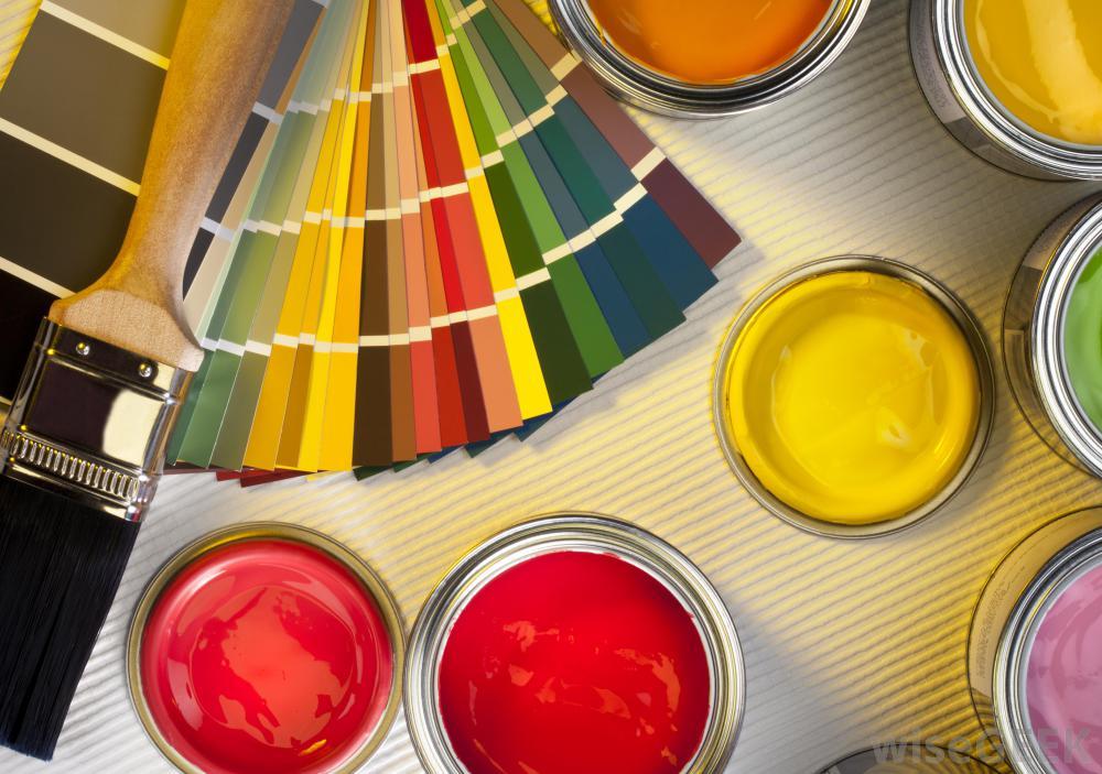 Bên trong nhà, sơn chống thấm thường được sử dụng trên các bề mặt làm bằng bê tông hoặc gỗ.