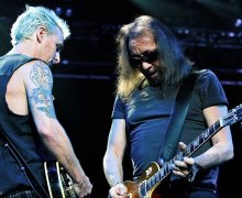 Pearl Jam's Mike McCready Joins Ace Frehley on Stage (Video)