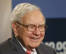 Warren Buffett Ups Stake in Apple, Airlines, Dumps Walmart, Warns Against Retail
