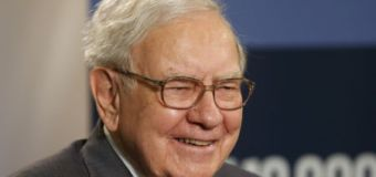 Warren Buffett Ups Stake in Apple, Airlines, Dumps Walmart, Warns Against Retail