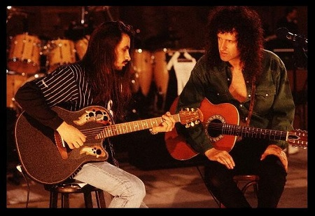 Queen Guitarist Brian May Praises Nuno Bettencourt + New Extreme DVD on the Way