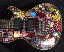 Ginger Wildheart Selling Guitar on Ebay – Chutzpah!