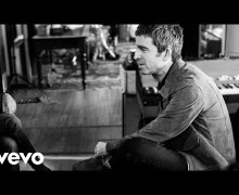 "Noel Gallagher: ""It's A Beautiful World"" Behind the Scenes Footage"