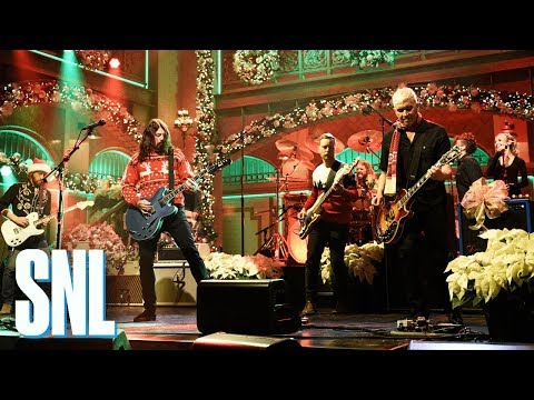 "Foo Fighters on Saturday Night Live, SNL, 2017, ""Everlong"", Christmas, The Peanuts"