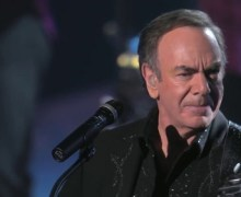 Neil Diamond Diagnosed w/ Parkinson's Announces Retirement from Tour, Cancels Australia/New Zealand Dates