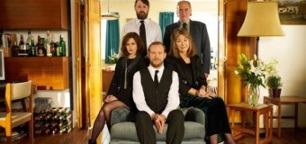 """Russell Crowe on 'Back' TV Series: """"It's quite brilliant"""" – Trailer – Season"""