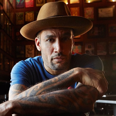 Ben Harper Performs in Paris @ Radio Nova - VIDEO