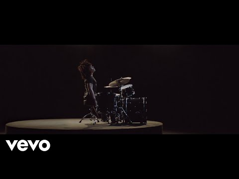 "Lenny Kravitz ""Low"" Official Video Premiere"