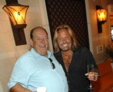 "Vince Neil Pays Tribute to Robin Leach = ""He was an amazing person"" 2018"