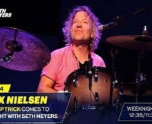 Cheap Trick: Daxx Nielsen on Seth Meyers – In For Fred Armisen – Late Night 2018