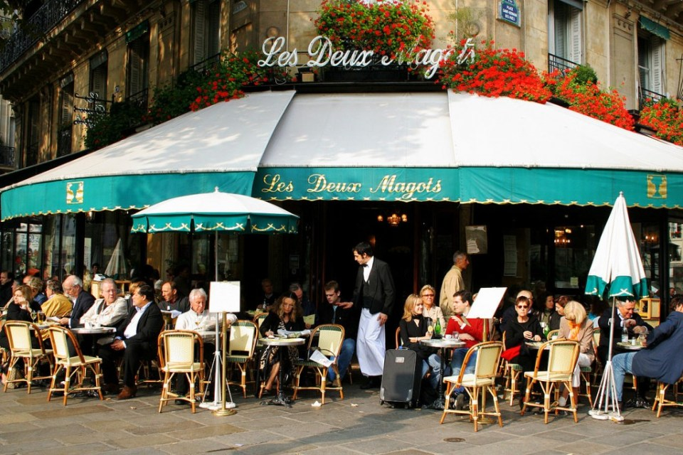 Les Deux Magots, where Hemingway, Picasso, Joyce, De Beauvoir, Sarte, and so many others wrote decades ago. By Roboppy at en.wikipedia.
