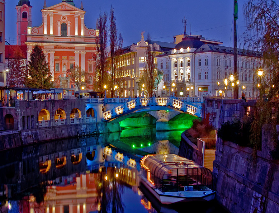 "From November 30th to December 6th, I'll see Ljubljana, Slovenia, go from ""wintery"" to full Christmas mode. Uncredited photo from http://www.dj-slovenija.si/."