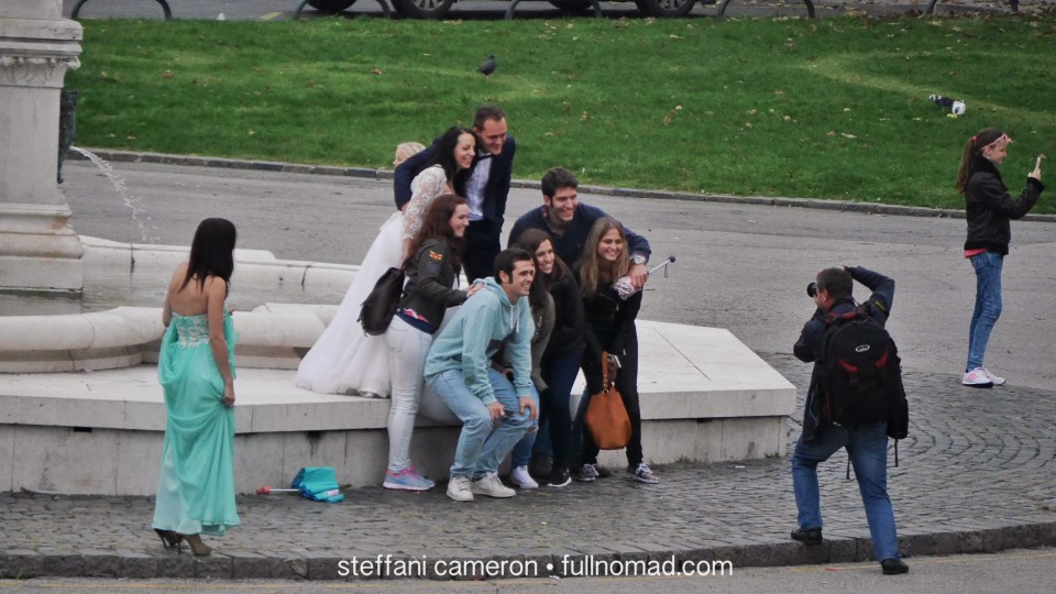 Wedding couple lets tourists crash their photo.